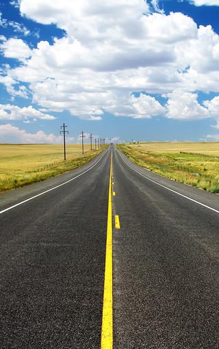 唯美的路风景手机壁纸