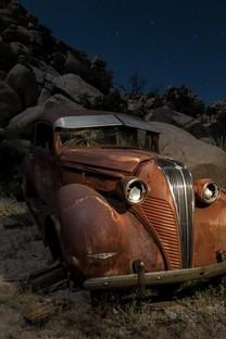 非主流汽车的报废颓废图片壁纸2