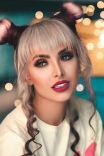 性感丰满美女模特图片壁纸