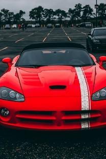 红色酷炫豪华轿车高清图片桌面壁纸