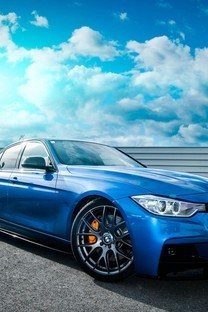 蓝色宝马汽车图片壁纸
