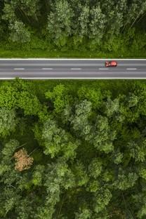唯美俯视山间道路高清壁纸