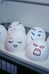 非主流治愈系搞笑可爱彩绘鸡蛋壁纸