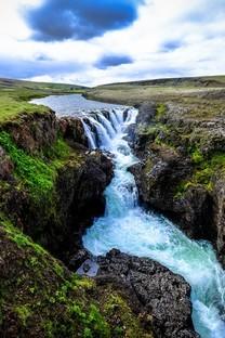 美丽的山间小溪风景图片壁纸3