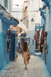 女孩独自旅行手机图片壁纸