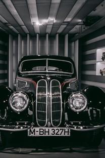 黑色酷炫跑车图片壁纸