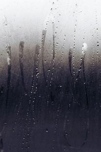 窗外的雨滴高清大图壁纸