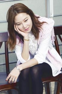 韩国美女孔孝真手机壁纸