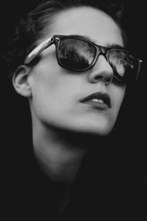 黑白美女经典壁纸图片