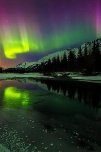 美丽的彩色极光背景图片壁纸