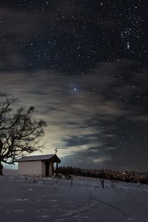 冬季雪地上的房子图片壁纸2