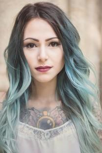 蓝发碧眼美女图片壁纸