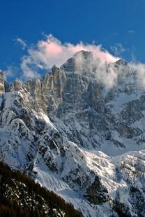 洁白雪山风光高清图片壁纸