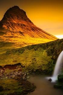 美丽瀑布流水风景图片壁纸