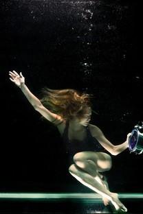 水中美女性感写真图片壁纸