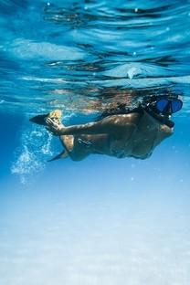 水中美女性感写真图片壁纸2