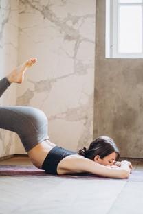 瑜伽美女图片高清壁纸2