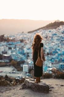 旅行中的女生背影唯美图片壁纸