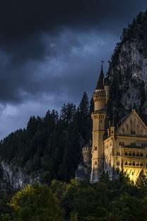山中古城堡唯美图片壁纸