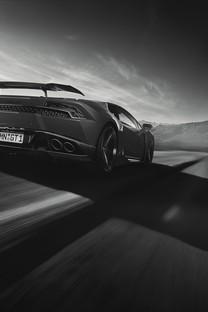 酷炫黑色跑车图片壁纸