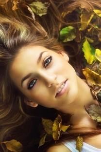 黄色秋季美女户外图片壁纸