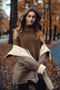 黄色秋季美女田园迷人写真图片壁纸