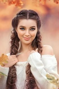 黄色秋季美女田园迷人写真图片壁纸2