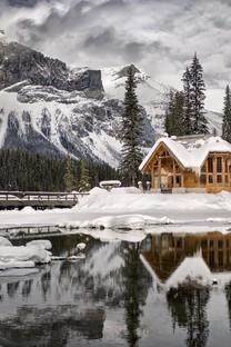 冬季雪地上的房子图片壁纸