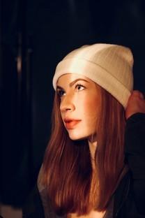 毛绒帽子女孩甜美写真图片壁纸2