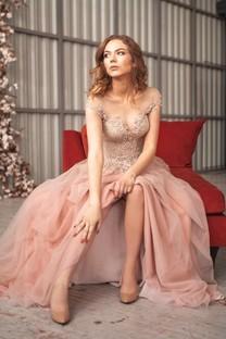 优雅长裙美女手机图片壁纸
