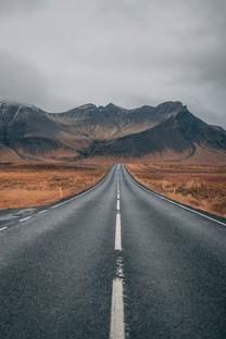 笔直的公路风景高清图片壁纸