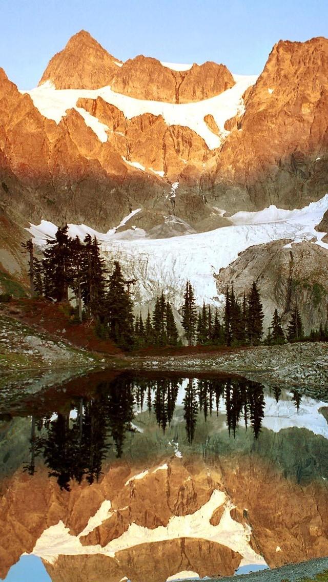 山脉与湖泊高清壁纸