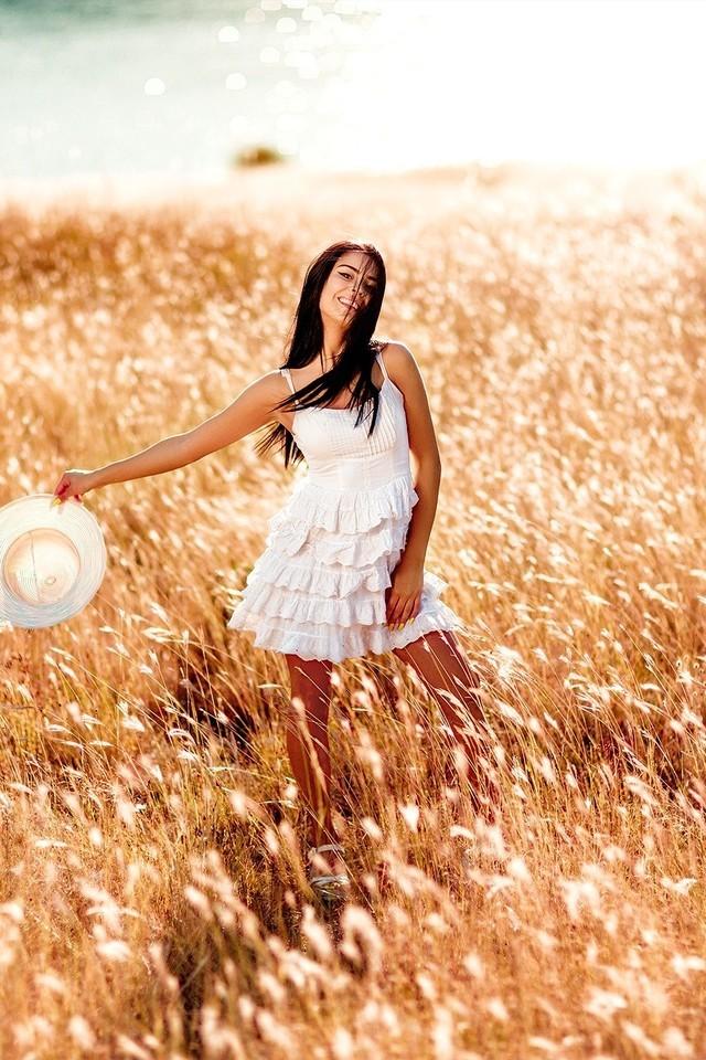 花丛中的少女美女图片壁纸