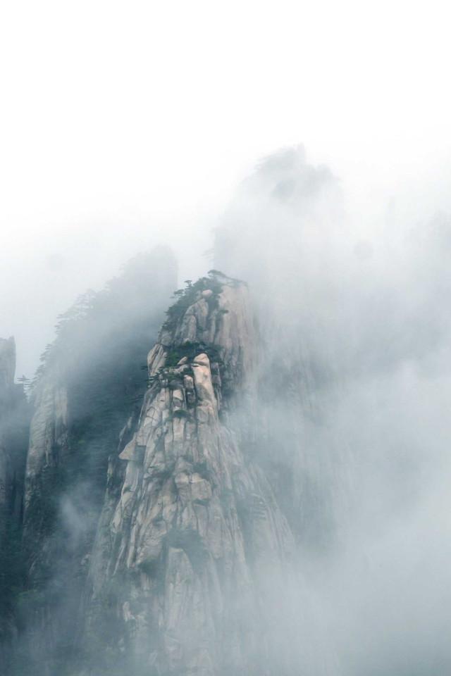 云遮雾绕的黄山壁纸