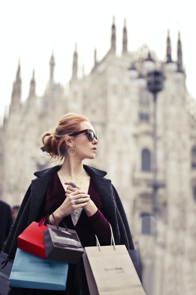 美女购物背景图片壁纸2