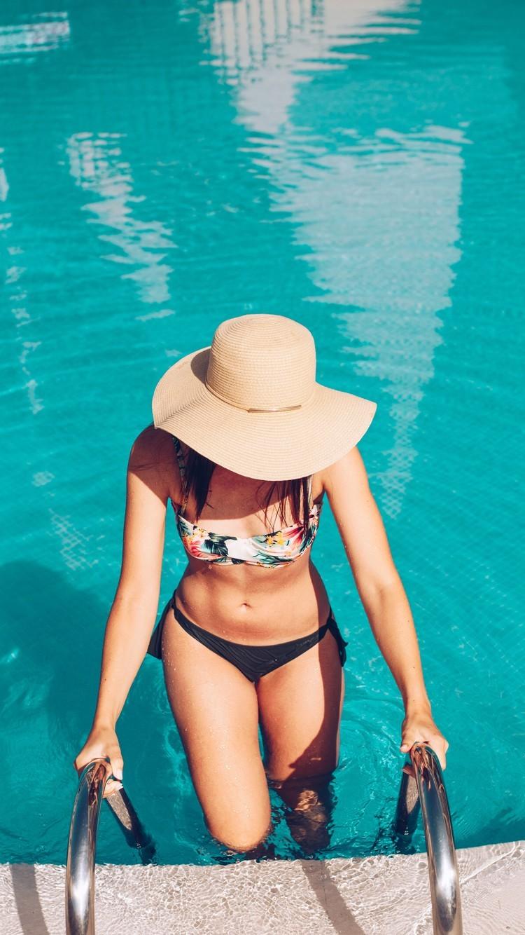 泳衣装美女图片手机壁纸