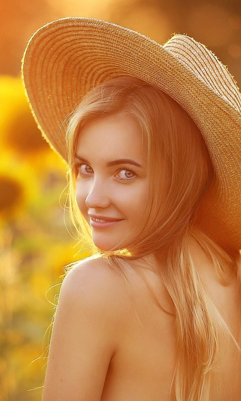 肤白貌美向日葵女孩图片壁纸