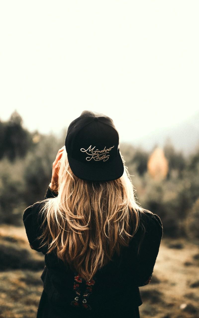 帽子美女妩媚动人图片壁纸2
